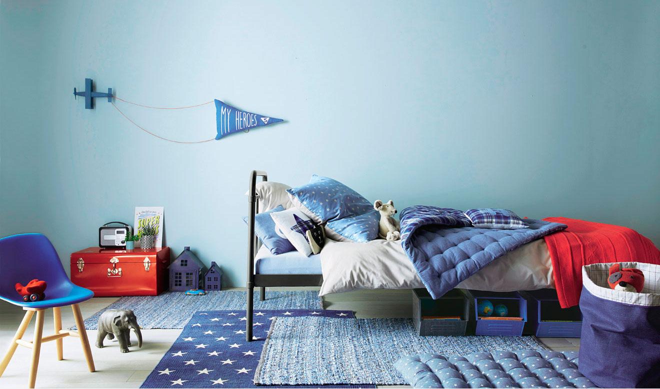 Un dormitorio infantil en tonos azules